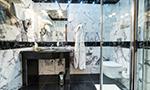 Pokoj De Luxe, koupelna se sprchou