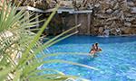 Rodinný bazén s vodopádem