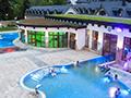 Natural Spa, vnitřní a venkovní bazény v přírodním duchu
