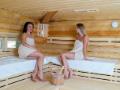 Finská sauna s nízkou vlhkostí vzduchu pro uvolnění svalů